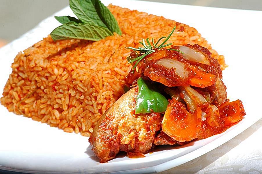 HOT STEAMY NIGERIAN JOLLOF RICE | Mummi Dele Catering